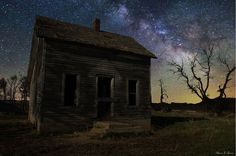 In these photographs, by Aaron Groen, it's very easy to get lost in each of his starry wonderlands. A Series of Dark Places is a collection of work in which the South Dakota-based artist juxtaposes the beauty of the universe against the many familiar natural and man-made forms here on Earth. Using long exposures, he captures magical landscapes filled with dreamy atmospheres, stunning color palettes, and galaxies far, far away.