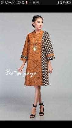 Blouse Batik, Batik Dress, African Print Fashion, African Fashion Dresses, Dress Batik Kombinasi, Simple Dresses, Casual Dresses, Africa Dress, Iranian Women Fashion