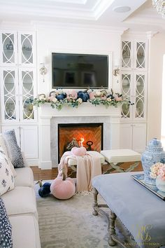Fall decorating ideas are some of the easiest and least expensive ideas to come up with. Take a hike in your neighborhood, park or woods and you'll find all the inspiration you need to get started making decorations. Halloween Home Decor, Fall Home Decor, Autumn Home, Living Room Designs, Living Room Decor, Living Rooms, Booth Decor, Fireplace Design, Fall Fireplace Decor