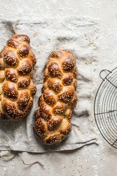 Challah's not technically a Hanukkah food, but if you want challah for Hanukkah, we have some charming holiday challah recipes to try. Braided Bread, Bread Bun, Bread Rolls, Hanukkah Food, Hanukkah Recipes, Challah Bread Recipes, Sweet Buns, Sweet Tea, Scones