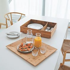 Designed by Harri koskinen, this tray is a box container with a lid that acts as a tray made of bamboo wood. Even though the container is made of bamboo wood, it is surprisingly light and resistant. Kitchen Time, Love Your Home, Space Furniture, Nordic Design, Fine Dining, Wooden Boxes, A Table, Decorative Boxes, Home Decor