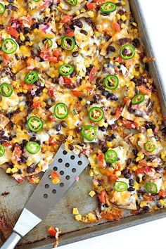 Sheet Pan Chicken and Black Bean Nachos