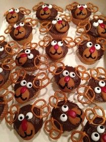 Reindeer Cupcakes... cute for the kids to make @Melissa Phillips
