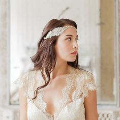 Dreaming of the jazz age? This stunning vintage headband is about to take you back in time. | Bridal Headband in Gold Tone via @millieicaro