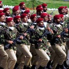 Special forces from the Special Services Group (SSG) march during the Pakistan Day military parade. Pakistan Day, Pakistan Travel, Best Special Forces, Pakistan Country, Pak Army Soldiers, Pakistan Armed Forces, The Few The Proud, Past Papers, Army Life