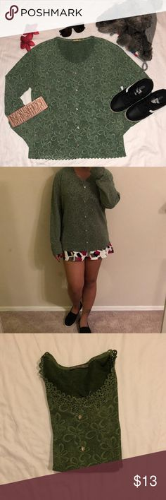 sweater 🐾 very nice like new no flaws  measurement in inches length : 25 widths : 19 sleeve length : 17 Sweaters