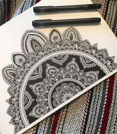32 Ideas For Drawing Ilustration Design Ink Mandala Doodle, Mandala Art Lesson, Mandala Artwork, Mandala Painting, Doodle Art Drawing, Mandala Drawing, Drawing Sketches, Art Drawings, Croquis Mandala
