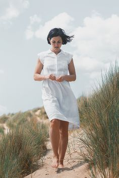 Rafaella Fitted Dress with Collar Tutorial Sewing Tutorial Sewing Pattern Linen Shirt Dress, Romper Suit, Sew Dress, Shirt Dress Tutorials, White Linen Dresses, Peter Pan Collar Dress, Linen Apron, Collar Pattern, Dress Patterns