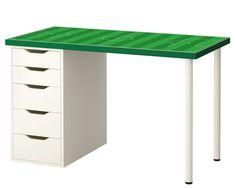 Tischplatte des IKEA LACK Couchtisch wird zur TippKick Fläche. Dieser IKEA Hack für TippKick Freunde ist einfach und schnell umzusetzen.