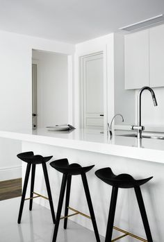 A case study in sophisticated simplicity, this Toorak Apartment by Griffith Design Studio looks...