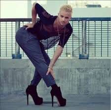 There will come a point where Men can be socially accepted in heels. Queer Fashion, Androgynous Fashion, Fashion Poses, Androgyny, Male Fashion, Men Dancing In Heels, Men In Heels, Yanis Marshall, High Heel Boots