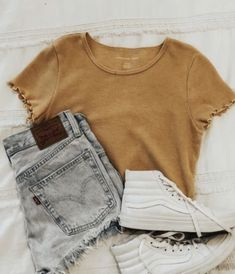 Teenage Outfits, Teen Fashion Outfits, Outfits For Teens, 80s Fashion, Fashion Styles, Day Date Outfits, Summer Outfits, Autumn Outfits, White Sneakers Outfit