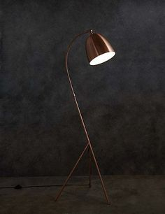 Leaning tripod floor lamp in copper - to stand next to/over grey sofa Copper Floor Lamp, Diy Floor Lamp, Industrial Floor Lamps, Copper Lamps, Arc Floor Lamps, Cool Floor Lamps, Contemporary Floor Lamps, Modern Floor Lamps, Lamp Design
