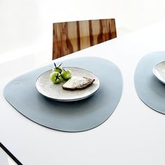 Acheter LIND DNA Set de Table Courbe - Bleu Clair | Amara Design Shop, Recycled Leather, Blue Tones, Place Settings, Shapes, Canning, Form, Tableware, How To Make