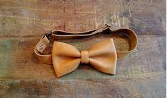 Camel Leather Bow Tie. Handmade Genuine Leather von NOLALEATHER