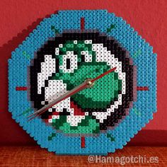 Reloj Yoshi Super Mario realizado con Hama Beads estilo pixel art