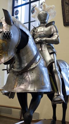 Field Armor of Duke Ulrich of Wurttemberg German 1507 CE embossed etched blued and gilded steel (5)
