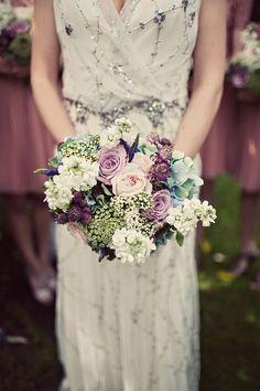 Wedding flower ideas for an elegant, old-fashioned vintage wedding theme