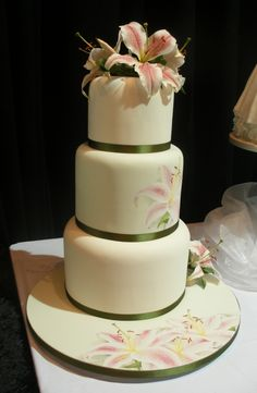 StargazerLilycake.jpg (450×690) Beautiful painting of the lilies on the cake surface and the board.