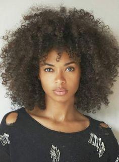 Beneficios de aceite de cártamo para el pelo afro