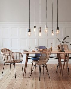 I love decadent meals with great food and great company. With the perfect dining room set up, every meal becomes a social affair to look forward to! Here are our top 10 pins for dining room inspiration this week