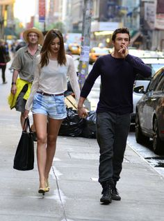 Miranda Kerr Photo - Miranda Kerr?s Lovely Stroll With Orlando Bloom