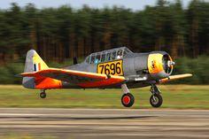 North American AT-6 Harvard Mk.II 00004.jpg (1200×800)
