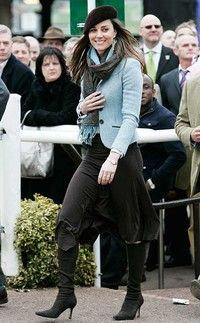 Best photos of the royals at Cheltenham Festival, including Kate Middleton, Zara Tindall and the Queen Kate Middleton Outfits, Moda Kate Middleton, Style Kate Middleton, Middleton Family, Prince William Girlfriends, Prince William And Kate, William Kate, Estilo Real, Alexander Mcqueen