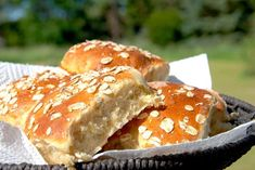 Here is a great recipe for oatmeal buns.-Her er en fantastisk god opskrift på boller med havregryn. Bollerne bliver mege… Here& a great recipe for oatmeal buns. The buns become very airy and light and they are good as breakfast bread. Bun B, Oatmeal Recipes, I Love Food, Great Recipes, Cooking, Breakfast, God Mad, Cakes, Kitchen