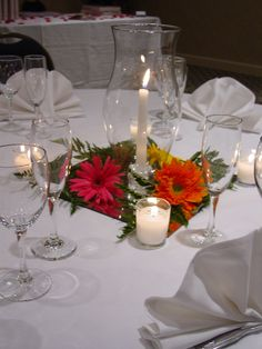 Charlotte Plaza Uptown Hotel Hurricane Lamp Centerpiece With Votive Candles