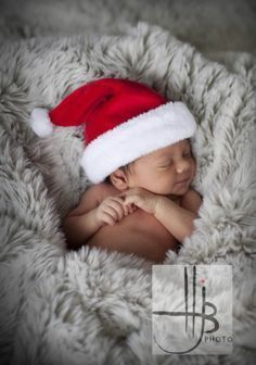 Newborn Christmas Pictures - #christmas #christmasphotography #newborn #photography #photographyideas