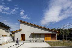 Fragments of architecture — Kojyogaoka House / Hearth Architects Photos © Yuta. Minimalist House Design, Minimalist Home, Contemporary Architecture, Architecture Design, One Storey House, House Viewing, Architect House, Facade House, Cozy House