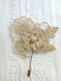 Cotton 100  / lace brooch hooked di severineledore su Etsy, €35.00