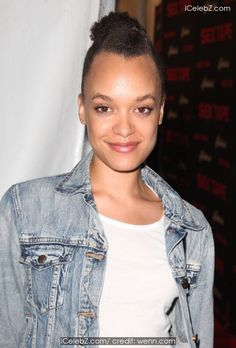 Britne Oldford New York Premier of 'Sex Tape' at Regal Union Square http://icelebz.com/events/new_york_premier_of_sex_tape_at_regal_union_square/photo1.html