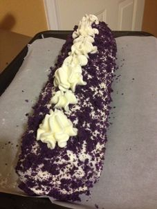 Soft and moist Ube Cake with buttercream frosting Ube Roll Cake Recipe, Cake Roll Recipes, Cupcake Recipes, Cupcake Cakes, Dessert Recipes, Ube Recipes, Sweet Recipes, Baking Recipes, Chamorro Recipes