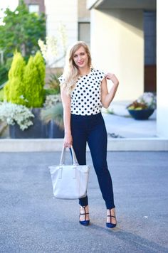 This polka dot top is the perfection addition to your summer wear-to-work wardrobe! Click through for all the outfit details.
