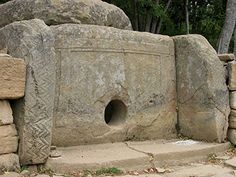 Meer dan 3000 dolmen in de Kaukasus, Rusland History Of Wine, Mystery Of History, Cairns, Ancient Aliens, Ancient History, Human Settlement, Minoan, Ancient Civilizations, Ancient Artefacts