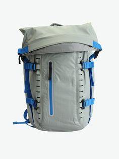 """Oakley Mens Motion 26 Backpack, Stainless Steel, 20"""" H x 13"""" W x 3"""" D. Color: Stainless Steel. Size: 20"""" H x 13"""" W x 3"""" D. Oakley Motion 26 Backpack for Men."""