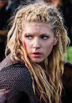 Like, what is that, a ten strand braid on the side? How is it so fat, so complex? Lagertha (this character) is like the Marie Antoinette of this show because her complex hair is very reliant on her social standing and current position. Here she is a badass shield maiden in battle. At other times she's royalty and looks like a year 800 pinterest dream queen.