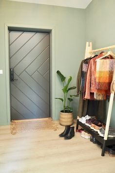 Studio Lindhjem – alt om bolig Jotun Lady, Colorful Interiors, Sweet Home, Doors, Mirror, Studio, Outdoor Decor, Furniture, Home Decor