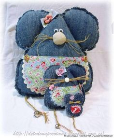So many ideas for up cycling jeans- bags, organizers, aprons...
