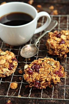 Celebrate Fall with delicious Pumpkin Granola Bars loaded with oats, pecans, dried cranberries and pumpkin pie spice. #granola #pumpkin