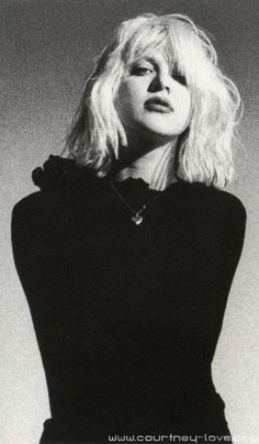 Courtney Love...she and kat bjelland looked so much alike around this time. great shot