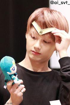Jun is too cute honestly. Woozi, Wonwoo, Jeonghan, Shenzhen, Seventeen Memes, Wen Junhui, Seventeen Wallpapers, Diamond Life, Block B