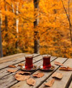 Coffee Milk, Milk Tea, Coffee Drinks, Valley Of Flowers, Turkish Tea, Persian Culture, Beautiful Nature Scenes, English Food, Drinking Tea
