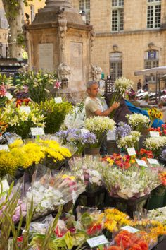 Market Day in Aix-En-Provence. Our tips for 25 Places to Visit in France: http://www.europealacarte.co.uk/blog/2011/12/22/what-to-see-in-france/