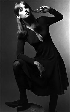 Miss Rosemary Jean Shrimpton twirls a curl and wears great shoes. The frock looks like French jersey by Jean Muir.