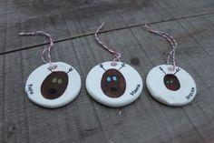 Baking soda clay thumbprint ornament || http://mamapapabubba.com/2012/11/20/baking-soda-clay-ornaments/