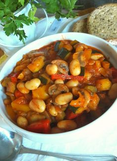 Chana Masala, Cake Recipes, Dinner Recipes, Lunch Box, Food And Drink, Veggies, Cooking, Ethnic Recipes, Food Cakes