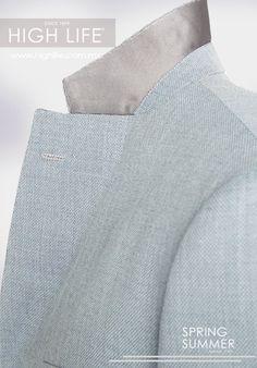 La solapa tipo Notch se define por un corte que divide las texturas de la unión con el cuello del saco. #HugoBoss